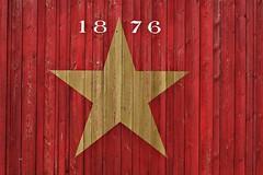 Estrella Damm Logo (nagyistvan8) Tags: nagyistván barcelona spanyolország spain katalónia catalunya cataluña katalán spanyol catalonia españa nagyistvan8 háttérkép background montjuïc alakzat alak forma formation form extreme special különleges spectacle látványosság híres famous részlet detail színek colors piros sárga fehér fekete szürke red yellow white black grey fanyag timber deszka woodenplanks kioszk bodega estrelladammlogo estrella sör beer márka trademark csillag star 1876 festés painting wishuponastar smileonsaturday mosoly smile szombat saturday 2018 nikon