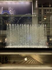 (Paolo Cozzarizza) Tags: italia lombardia milano scorcio piazza eserciziocommerciale acqua fontana riflesso scala