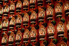 Buddha Tooth Relic Temple | Singapore (Paul Tocatlian | Happy Planet) Tags: temple buddhisttemple buddhist singapore asiafavorites happyplanet statues
