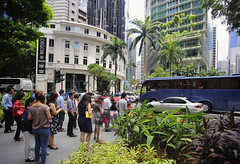 Singapore aims to be the world's greenest city (B℮n) Tags: singapore thomas raffles island trading port tourism holiday travel mrt train subway marina bay temples museum waterfront garden green city fullyautomated driverless nodriver girl woman vacation massrapidtransit market 新加坡国家博物馆 marinabaysands library tourist exploring central metropole landmark prominent history 牛车水 chinatown street chineseheritage food business commercial building financialhub rafflesplace mrtstation downtown esplanade rivercruise 滨海桥 leisurely marinabay dof skyline reflections thefloat rafflesavenue victoriatheatre townhall nationalmonument colonialfaçade happyplanet asiafavorites boatquay cecil thequadrant churchstreet 50faves topf50