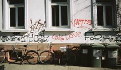 Love Love ... (alf sigaro) Tags: agfaeasyflashlimitededition agfaeasyflash agfa einwegkamera disposablecameras disposablecamera singleusecamera aps freiburg fahrrad fahrräder badenwürttemberg