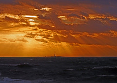 Lady Isle lighthouse at sunset seen from Troon during Storm Erik (cmax211) Tags: lady isle lighthouse troon ayrshire scotland clyde firth sundown storm erik 2019