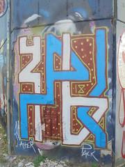 660 (en-ri) Tags: aher 2018 azzurro bianco marrone torino wall muro graffiti writing