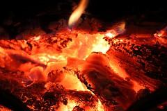 Les forges d'Héphaistos. / Forges of Hephaestus. (alainragache) Tags: héphaïstos dieu god feu fire rouge red canon 80d macro closup greatphotographers ngc