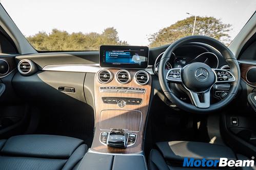 2019-Mercedes-C220d-19