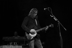 Rich Robinson : guitar and vocal - The Magpie Salute (samarrakaton) Tags: themagpiesalute rock rhythmblues guitarra guitar directo live music musica antzoki bilbao bilbo 2018 nikon d750 2470 samarrakaton byn bw blancoynegro blackandwhite monocromo