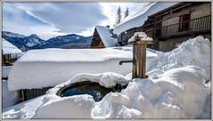 Fontaine dans un écrin de neige ! (watbled05) Tags: ciel chalets extérieur eau fontaine glace hautesalpes montagne neige nuages reflets vallouise