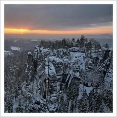 welcome to Narnia (Norbert Kaiser) Tags: winter schnee snow sachsen saxony sächsischeschweiz saxonswitzerland elbsandsteingebirge elbesandstonemountains bastei felsenburg felsenburgneurathen felsen sandstein sandstone landschaft landscape natur nature sonnenaufgang sunrise aussicht ferdinandstein
