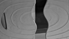 4 - Beaux-Arts de Paris - Chapelle des Petits-Augustins - Exposition Formes limites - Betty Woodman, Gauguin, 2010, Biscuit de porcelaine et pâte tendre - Détail (melina1965) Tags: nikon d80 février february îledefrance paris 6èmearrondissement 75006 céramique ceramic sculpture sculptures 2019 macro macros noiretblanc blackandwhite bw