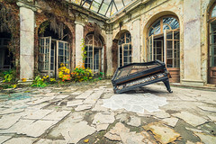 05 / 2019 (the-black-swan) Tags: urban urbex abandoned exploration verlassen verfallen vergessen old past place places lost decay hdr forgotten sony architektur gebäude geometrisch decayed derelict marode fineart art architecture green nature castle piano music