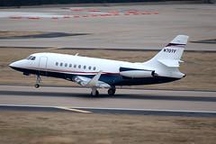 Dassault Falcon 2000EX (zfwaviation) Tags: kdal dal love field airport dallas texas airplane plane aircraft jet airliner spotting garage c aviation f2th falcon 2000 n70tf