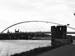 Hoge Brug, Maastricht (Miranda Ruiter) Tags: maastricht photography streetphotography blackandwhite brug bridge architecture architecturephotography citywall stadsmuur