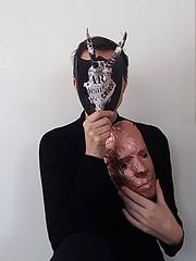 How to explain the news to the hunting trophy (Ines Seidel) Tags: news explain howto mask copper shamanic newspaper huntingtrophy horns josephbeuys dialogue nachrichten erklären dialog maske kupfer jagdtrophäe hörner papier selfportrait selbstporträt