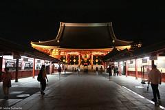 Sensō-ji Temple at Night (heyyyitsleslie) Tags: 2018 japan travel photography nightphotography night lights tokyo asakusa sensoji temple people tourism tourists architecture markets canon canonrebelt3i adobe adobelightroomclassiccc lightroom nighttime red yellow lantern summer june