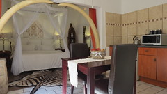 Honeymoon Suite, Dinkwe Lodge & Guest House