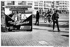 .. (Matías Brëa) Tags: calle street photography blanco y negro black white bnw mono monochrome monocromo personas people