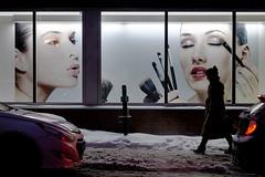 Beauty on sale / Beauté à vendre (Jacques Lebleu) Tags: beauté maquillage cosmétiques publicité mannequins modèles femme silhouette hiver neige trottoir