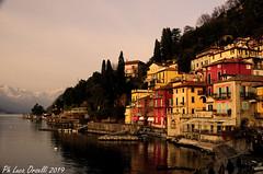 Lungolago a Varenna (Luca 2101) Tags: varenna lago italia tramonto sera paese lungolago weekend turismo lc