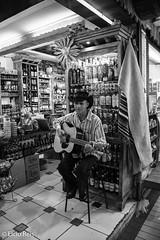 Guitar player (elcio.reis) Tags: brasil violão minasgerais nikon brazil belohorizonte guitarman guitarplayer mercadomunicipaldebelohorizonte guitar br