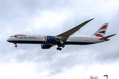 London Heathrow Airport: British Airways Boeing 787-9 Dreamliner B789 G-ZBKL (kevin.hackert) Tags: airport england linienflugzeug outdoor heathrowairport heathrow jet lhr drehkreuz cargo metropole flughafen london egll londonheathrow apron aircraft vorfeld rollfeld fahrzeug verkehrsflughafen flugzeug boden feltham vereinigteskönigreich gb