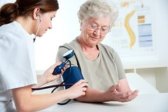 Lập Kế Hoạch Chăm Sóc Bệnh Nhân Tăng Huyết Áp (trangthuyvo08) Tags: doctor nurse medical assistance exam pulse checkup pressure blood senior 70 caucasian checking elderly health help home homecare indoors instrument measure medicalcare medicine nursing old smiling stethoscope woman worker examine female healthcare healthy observe patient professional test adult care concept diagnose diagnosis advice asking cheerful coat confidence consultant counseling germany