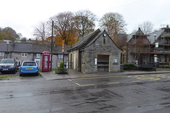 The bus shelter at Tideswell (Bods) Tags: walk peakdistrict derbyshiredales tideswell derbyshire whitetodarkday1 busshelter busstop bakewelltolittonwalk peakdistrictnationalpark whitetodark