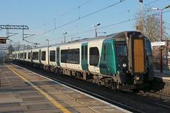 350252 at Harrow and Wealdstone, 20.1.2019 (Woodvale) Tags: harrowandwealdstone train railway 2t24 350252 desiro