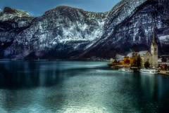 fumo sui tetti (Gio_guarda_le_stelle) Tags: alps mountainscape mountain halstatt lake reflection austria evening clouds sera cool snow ice water österreich hip boats woods postcard happiness 4x4 i travel snowing frozen
