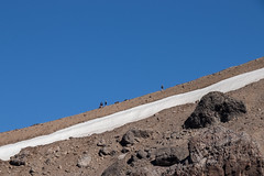 Caminantes (FISF VE) Tags: pendiente slope montaña montañismo andinismo andes cordillera earth high blue snow santiago chile south southamerica