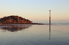 Elmer (Simon Verrall) Tags: winter lowtide coast sussex westsussex felpham bognorregis seadefence february reflection horizon sand rocks