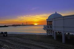 Puesta-de-sol-en-Cadiz (puma3023) Tags: digitalcameraclub puesta sol cadiz playa caleta