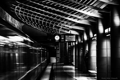 U-Bahn Großhadern 05_1 klein (1 von 1) (Thomas Weiler Fotografie) Tags: underground metro subway train city urban architecture street subwaystation lines blackandwhite monochrome wideangle perspective munich germany station night illumination reflections munichsubwayphotos abstract pattern texture thomasweilerfotografie schwarzweisfotografie weitwinkel mvvmünchen ubahnhof ubahn münchen