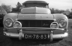 Volvo 544 B18 Icon (Arne Kuilman) Tags: nikon fm3a vivitar 28mm luckyshd iso100 id11 7minutes homedeveloped stock analogue film volvo car auto front grille alkmaar volvo544 b18 classic