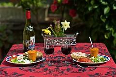 Assiettes printanières à la Ficelle (mifranc91) Tags: d700 nikon 18105 bokeh table assiette vin repas verre fleur flower wine glasses légumes