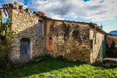 La parte de atrás (SantiMB.Photos) Tags: 2blog 2tumblr 2ig elmallol garrotxa girona lavalldenbas casa house ruinas ruins otoño autumn geo:lat=4214918861 geo:lon=243947958 geotagged elmalloll cataluna españa esp