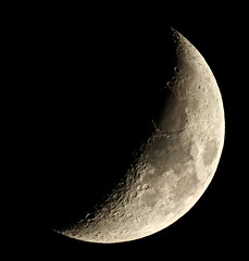 6 day old Crescent Moon (Sarah and Simon Fisher) Tags: moon moonwatch lunar lunarseas craters astronomy astrophotography naturalsatellite nightsky nightskyphotography canon 600d primefocus maksutov 127mm skywatcher telescope clear bromsgrove worcestershire uk waxing crescent