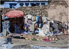 505- MERCADILLO CALLEJERO - XAUEN - MARRUECOS - (--MARCO POLO--) Tags: rincones ciudades colores curiosidades exotismo marruecos tiendas souvenirs mercadillos
