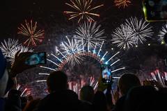 London NYE fireworks (kuyu-peach) Tags: 2018 2019 afsnikkor2470mmf28eedvr countdown england gb happynewyear london londonnye londonisopen nye nikon nikonz6 uk winter fireworks travel