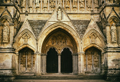 gothic front (Redheadwondering) Tags: sonyα7ii canon40mmf28cheapadapter canon salisbury wiltshire cathedral salisburycathedral church architecture columns arches doors carving sculpture