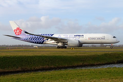 B-18918, Airbus A350-941, China Airlines ( Carbon fibre livery) (Freek Blokzijl) Tags: b18918 airbus a350941 chinaairlines carbon speciallivery taxien taxiway departure vertrek earlymorning winterlight sunny widebody eham ams schiphol amsterdamairport planespotting vliegtuigspotten canon eos7d wideanglelens januari 2019 lowsun