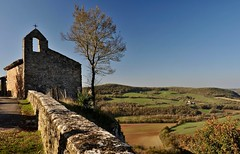belvédère (jean-marc losey) Tags: france occitanie tarn puycelsi chapelle arbre tree belvédère bastide randonnée d700