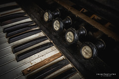 Controls (PhotoByKent) Tags: sony a7 a7iii mark3 photobykent sweden sverige ilce7m3 7m3 abandoned övergivet övergiven rust rost old gammal ue decay förfall wood trä organ control controls orgel decaycaptured