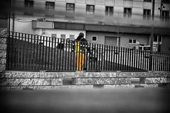 OKSF 276 (Oliver Klas) Tags: okfotografien oliver klas street streetfotografie streetphotography strassenfotografie streetart streetphotographer streetphoto stadtleben streetlife streetculture urban schwarzweis schwarzweissfotografie blackandwhite monochrom farblos abstrakt dunkel hell grau schwarz weiss black white sw schwarzweiss kunst art künstler kultur deutschland germany stadt city europa deutsch staat westdeutschland ostdeutschland norddeutschland süddeutschland personen people menschen persons volk familie angehörige bewohner bevölkerung leute europäer mann frau gesellschaft menschheit mensch völker de