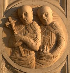Médaillon - Venise (chriskatsie) Tags: sculpture building venise venice venezia italie italia italy croix cross religion