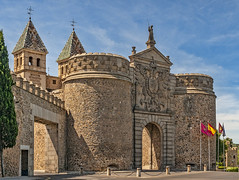 Old city gate Toledo (Only photoshoot, don't be afraid) Tags: gate city oldcity nikon