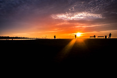 Sunset and silhouettes (Maria Eklind) Tags: tinypeople ribersborg sunset bench himmel sweden outdoor västrahamnen beach silhouette malmö strand solnedgång people silhuetter sky riban skånelän sverige se