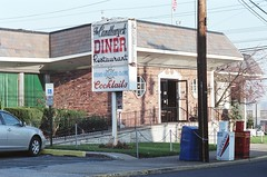 2008: The Candlewyck Diner, East Rutherford NJ (Nesster) Tags: nj yashica tl electrox tamron 103a asa 800