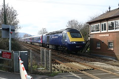 TIGHT FIT (Malvern Firebrand) Tags: 43078 43079 fgw livery signal box newland east near malvern 13219 working 1p31 1209 hereford london paddington great western railway service gwr hst intercity passenger coaches crossing signalbox malvernhills worcester worcestershire vehicles trains railroad britain transport powercars levelcrossing 125 class43 43xxx