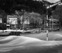 Die Waschstraße (MAICN) Tags: fluss nature wasser mono sw natur waves bw blackwhite monochrome river lenne hochwasser wellen water einfarbig 2019 schwarzweis highwater