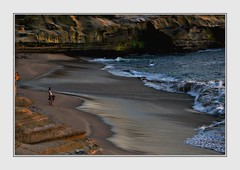 The Sunset in 1/500th of a second (Christina's World!) Tags: landscape lajolla sea seascape sandiego scenic seaside beach waterscene waves water sand california candid candidportrait photography photographer romantic sunset sunlight warm cliffs topaz touristattraction dusk evening two women youngwomen opticalexcellence